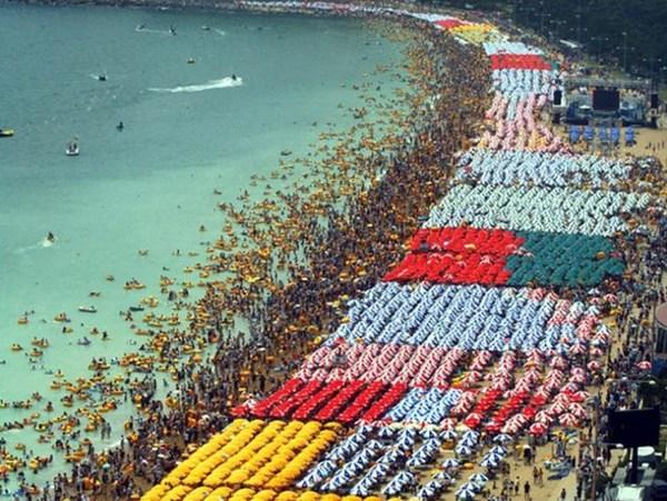 Les plus belles plages du monde attirent les foules le for Les plus belles tours du monde