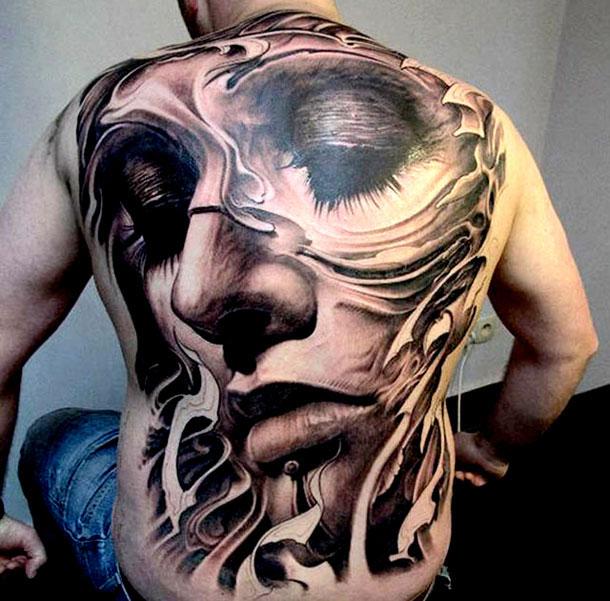 superbe-tatouage-visage-dans-le-dos